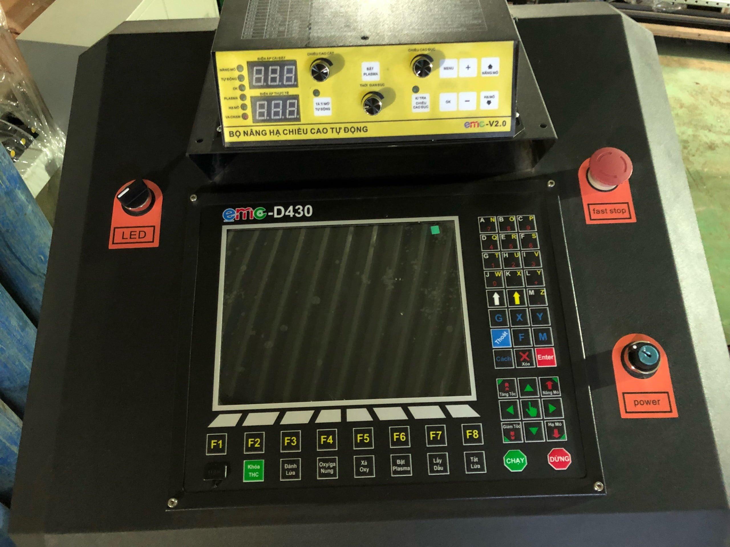 Bộ điều khiển CNC EMC-D430
