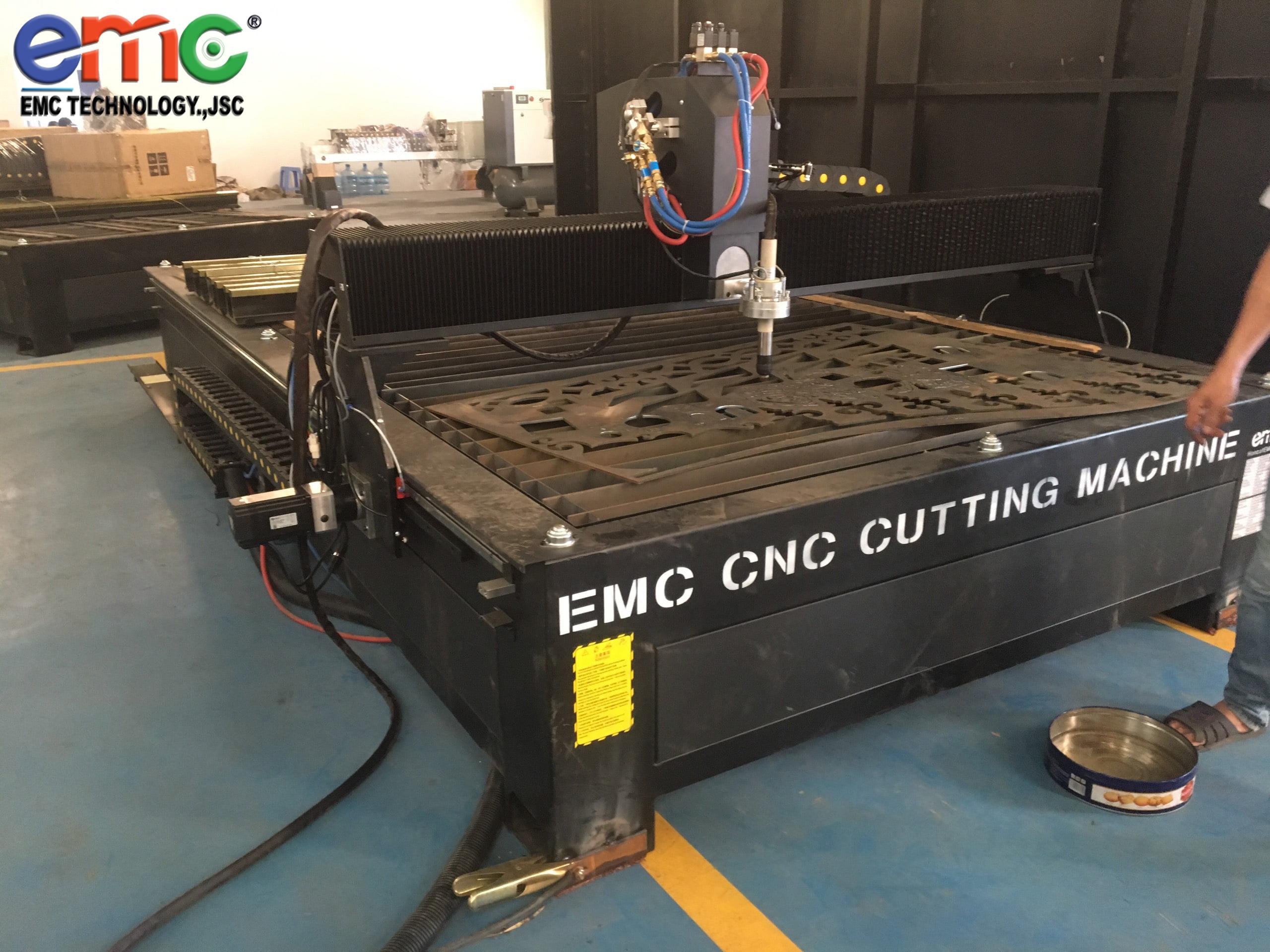 máy cắt emc 2000 cnc plasma chất lượng (1)