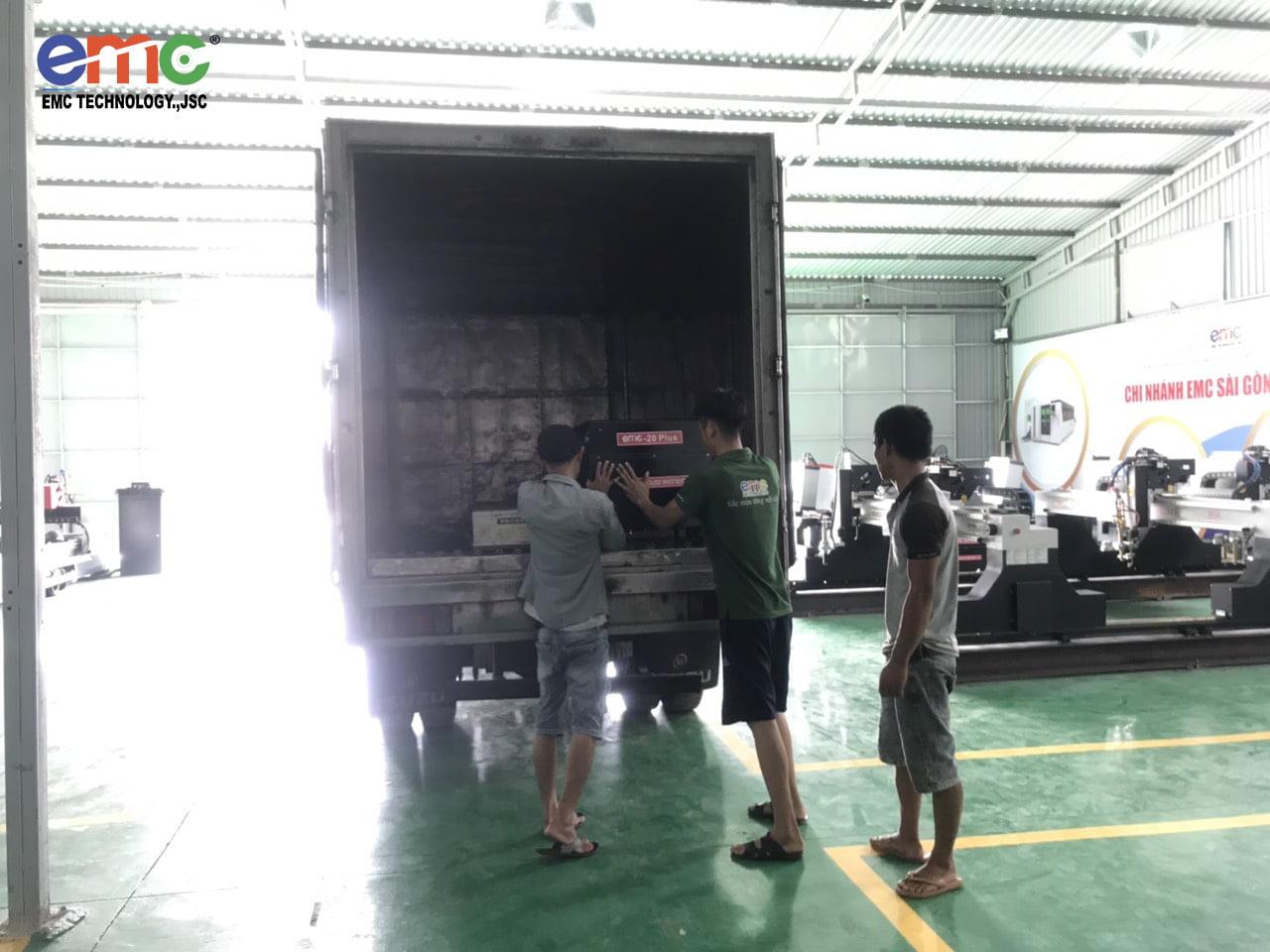 bàn giao máy cắt mini cnc đi các tỉnh tại chi nhánh Sài Gòn (1)