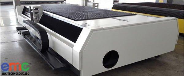 bàn cắt máy laser fiber