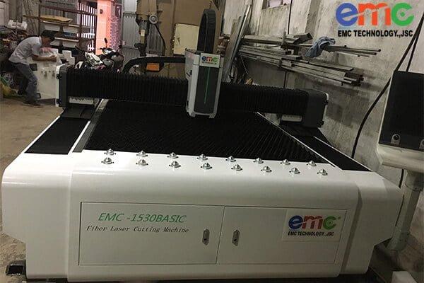 Máy cắt laser kim loại dòng EMC 1530 basic