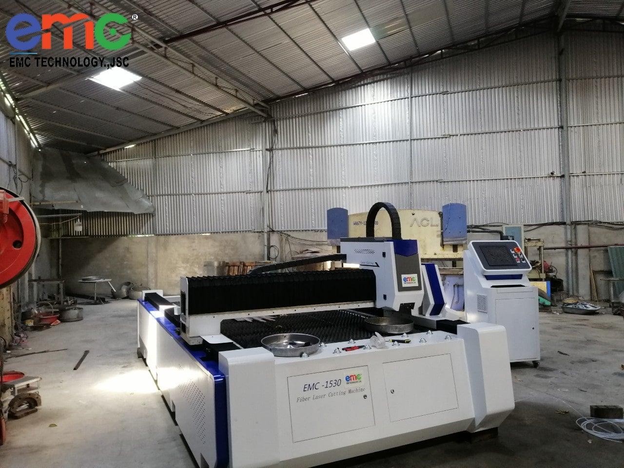Máy Cắt Laser tại xưởng cơ khí bắc giang