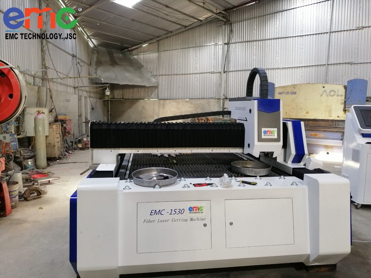 Máy cắt laser lắp đặt tại xưởng cơ khí ở Bắc Giang