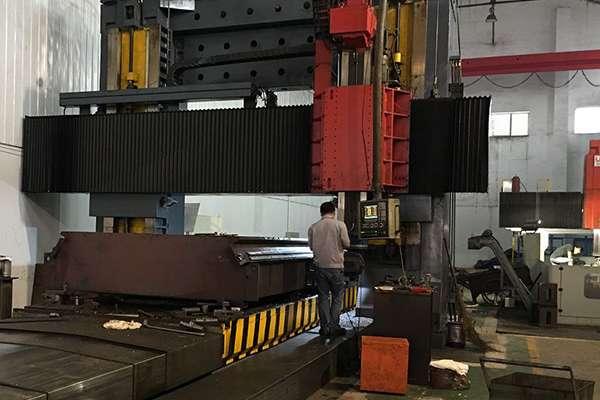 bàn máy cắt laser fiber được phay bằng hệ thống cnc