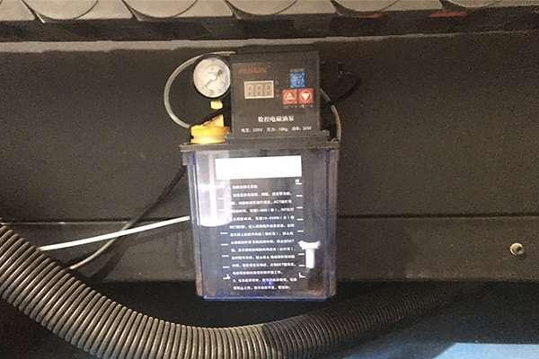 Hệ thống bơm dầu máy cắt hoa văn cnc plasma