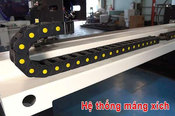 hệ thống máng xích trên máy cắt cnc plasma