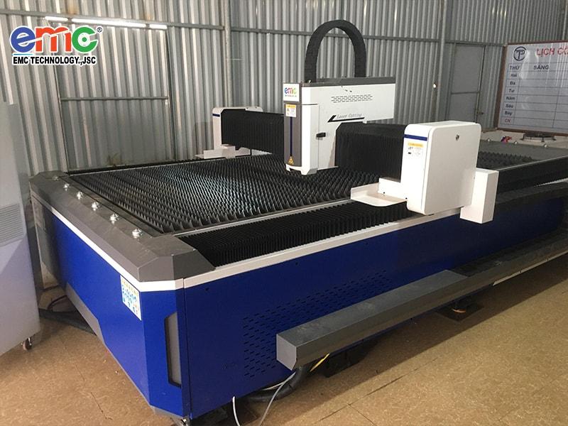 máy cắt laser basic