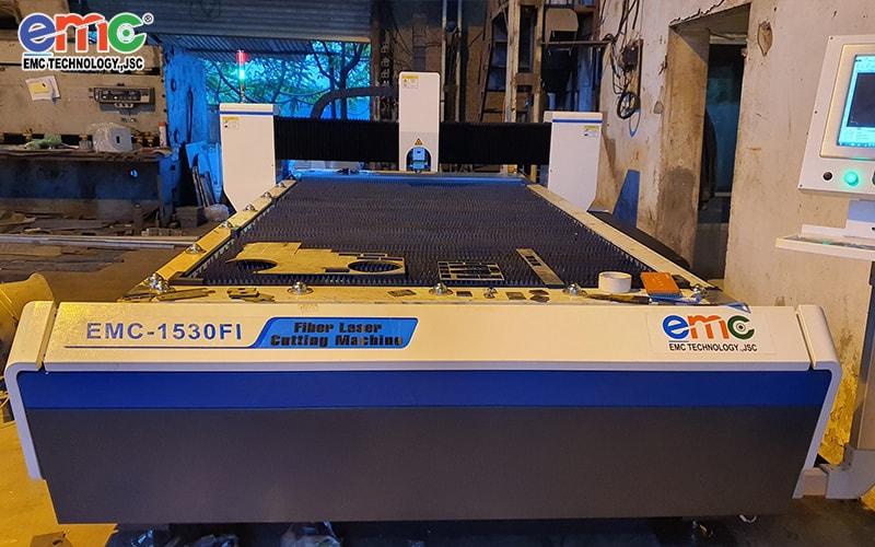 Máy Cắt Laser Fiber EMC-1530FI Lắp Đặt Tại Hoàng Mai