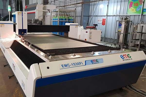 máy cắt laser kim loại công nghệ sợi quang