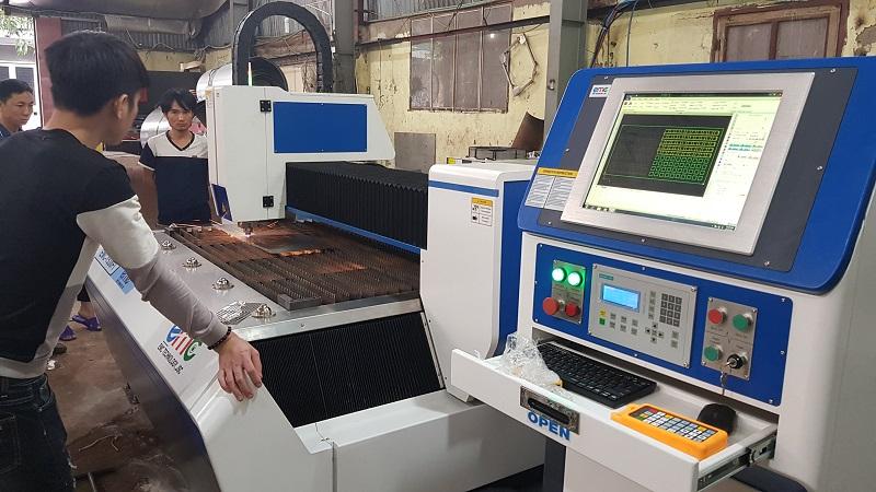 Máy cắt laser EMC-1530FI sử dụng máy tính công nghiệp đồng bộ Cypcut IPC-810