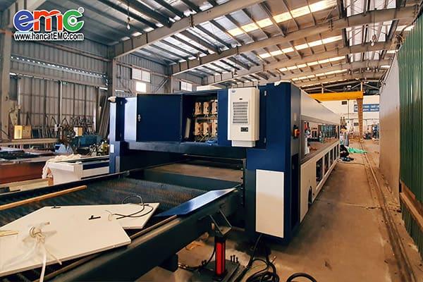 máy cắt laser fiber tại công ty Kinh Việt