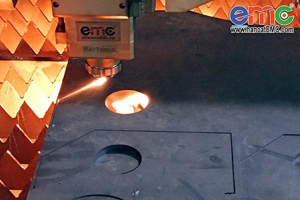Sản phẩm máy cắt laser EMC-2260G tại Hà Đông