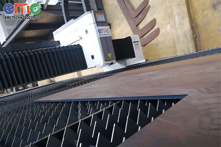 máy cắt laser basic tại cơ khí Thông Thoa