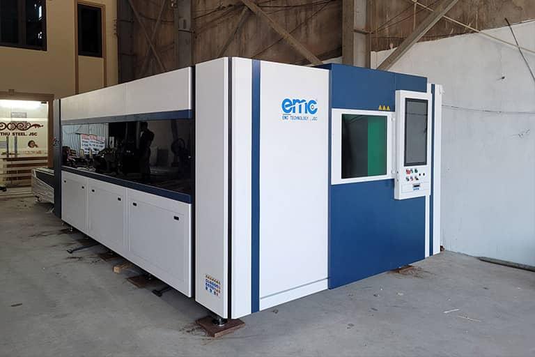 Máy cắt laser bàn chuyển đổi tại doanh nghiệp Minh Thu