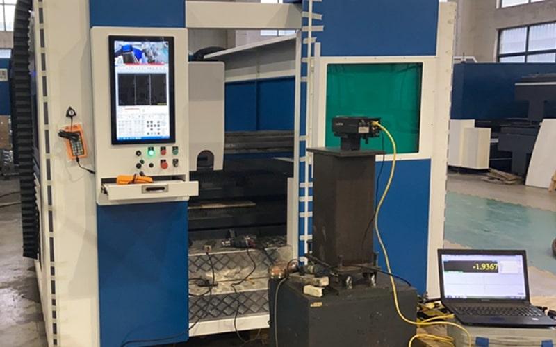 máy bắn laser hỗ trợ căn chỉnh ray