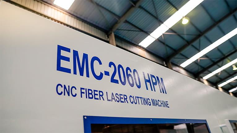 Xuất xưởng máy cắt laser công suất cao do EMC sản xuất